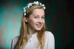 Stående av en ung blond härlig flicka Royaltyfria Bilder