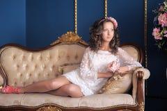 Stående av en ung brunett fotografering för bildbyråer