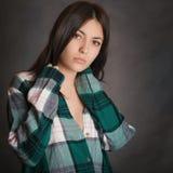 Stående av en ung flicka i skjorta Arkivbilder