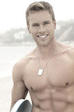 Man på stranden med leende arkivbilder