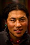 Stående av en ung man från Tibet Arkivbilder