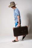 Stående av en ung man i en hellång kommande fr Arkivfoto