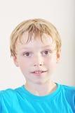 Stående av en ung pojke Arkivfoto