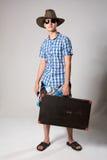 Stående av en ung turist i en hellång looki Royaltyfria Bilder