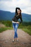 Stående av en utomhus- ung kvinna Fotografering för Bildbyråer