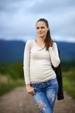 Stående av en utomhus- ung kvinna Arkivbilder