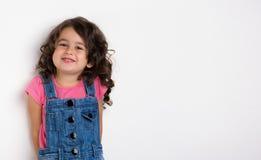 Stående av ett lyckligt, liten flicka Arkivfoto