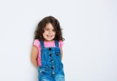 Stående av ett lyckligt, liten flicka Fotografering för Bildbyråer