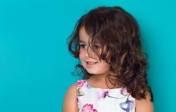 Stående av ett lyckligt, liten flicka Royaltyfria Foton