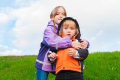 Stående av förtjusande barn, utomhus Fotografering för Bildbyråer