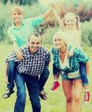 Stående av familjen med barn royaltyfria bilder