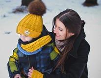 Stående av familjen på vinter Fotografering för Bildbyråer