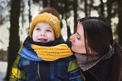 Stående av familjen på vinter royaltyfri bild