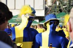 Stående av fanen för två Sverige i en folkmassa Fotografering för Bildbyråer