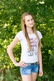 Stående av flickan 14 år i natur Royaltyfri Bild