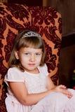 Stående av flickan i en julgran royaltyfria foton