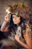Stående av flickan i hatt med torra blommor Royaltyfri Fotografi