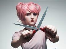 Stående av flickan i rosa peruk Royaltyfria Foton