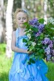 Stående av flickan med lilor Royaltyfri Foto