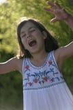 Stående av flickan som den är läskig Arkivfoto