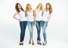 Stående av fyra attraktiva damer Arkivfoton