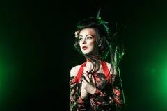 Stående av geishaen med den traditionella makeup och frisyren Royaltyfri Foto