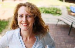 Stående av härliga verkliga 40 år gammal kvinna Fotografering för Bildbyråer