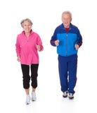 Stående av högt jogga för par royaltyfri fotografi