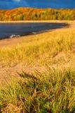 Stående av hösten på pannkakafjärden, Lake Superior, Ontario royaltyfri bild