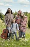 Stående av hippiefamiljen utomhus fotografering för bildbyråer