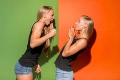 Stående av ilskna kvinnor arkivfoton
