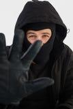 Stående av inbrottstjuven som bär en balaclava Arkivfoto
