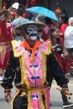 Stående av kämpeshowen av byinvånarekrigare Aung-Gor på gatan i stad under de kinesiska berömmarna för nytt år arkivbilder