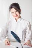 Stående av kvinnachefen på vit bakgrund Royaltyfri Foto