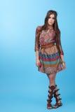 Stående av kvinnan för hippie för härlig glamourhipster den unga i studio Arkivfoto
