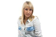 Stående av kvinnan i grov bomullstvillskjorta fotografering för bildbyråer