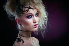 Stående av kvinnan i halloween makeup Arkivfoto