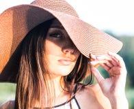 Stående av kvinnan i hatt Royaltyfria Foton