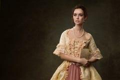 Stående av kvinnan i historisk klänning Royaltyfria Foton