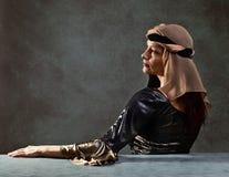 Stående av kvinnan i renässanskappa Fotografering för Bildbyråer