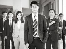 Stående av laget av asiatiskt affärsfolk fotografering för bildbyråer