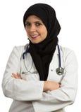 Stående av le för doktor för unga vänliga härliga muslim kvinnligt arkivfoton