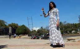 Stående av LGBT-aktivisten med jämställdhetbegäran under bögen Swabhimana Yatra arkivfoto