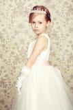 Stående av lilla flickan i lyxig klänning Royaltyfri Foto