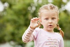 Stående av liten flicka Arkivbilder