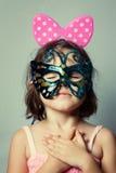 Stående av liten flicka i karnevalmaskering Royaltyfria Foton