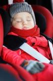 Stående av litet barnpojken som sover i bilsäte Royaltyfri Fotografi