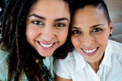 Stående av lyckliga lesbiska par Arkivbilder