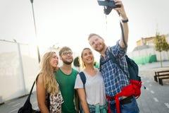 Stående av lyckliga unga studenter Arkivfoton