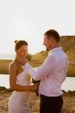 Stående av lyckligt par, romantiker, semester och förälskelsebegrepp Royaltyfri Bild
